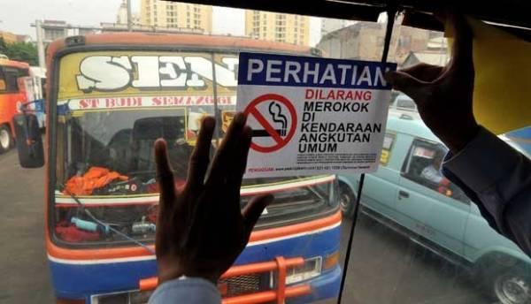 Dilarang merokok di transportasi umum