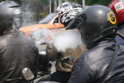 Larangan Merokok Ketika Berkendara Di Jalan Raya