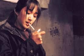 wanita merokok keren